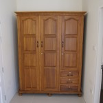 ตู้เสื้อผ้าขนาดใหญ่ 3 ประตู ทำจากไม้สัก