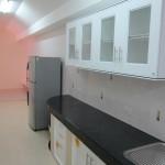 ห้องครัว พร้อมตู้เก็บของ ตู้ใต้เคาน์เตอร์ ตู้เย็น